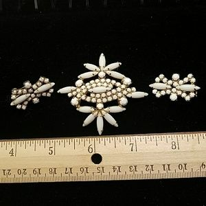 Jewelry - Vintage Brooch and clip-on earring set